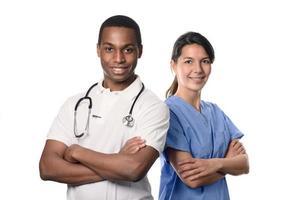 medico africano con un'infermiera sorridente foto