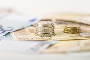 concetto di affari, finanza, investimenti, risparmio e contanti foto