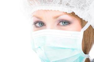 professionista sanitario che indossa una maschera chirurgica foto