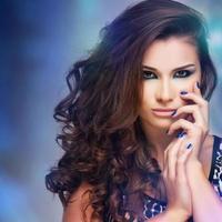 bella donna con trucco di sera. gioielli e bellezza. foto di moda