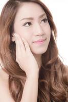 bella donna con pelle e viso perfetti foto