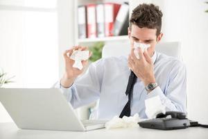 lavorando con allergia foto