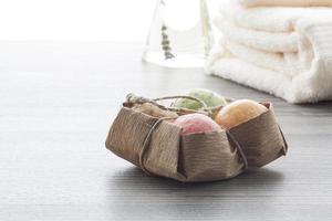 palle di sapone con asciugamani foto