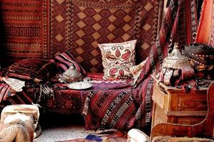 un bell'aspetto all'interno di un negozio di tappeti turchi in un bazar