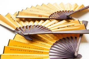 Chiuda sul fondo orientale del fan di legno foto