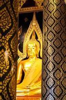 Buddha Chinnarat al tempio di Phra Si Rattana Mahathat foto