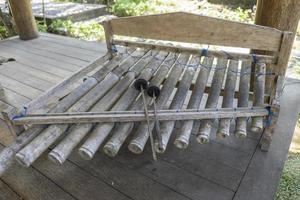 strumento musicale a percussione tradizionale balinese xilofono bali, indonesia. foto