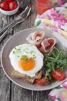 uovo fritto fresco foto