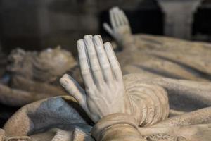 statua del re Enrico II nella basilica di saint denis, Francia