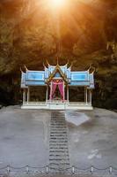 padiglione reale nella grotta di phraya nakhon, prachuap khiri khan foto
