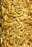 primo piano della scultura di cera dorata in ubon ratchathani, Tailandia foto