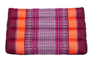 triangolo tailandese cuscino classico su isolato foto