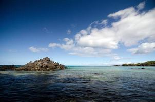 nuvole di primo mattino sulla spiaggia di puako foto