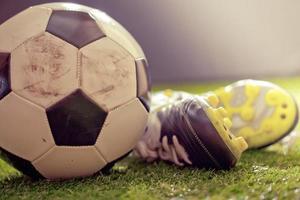 scarpe e calcio foto