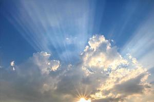 raggio di luce e le nuvole