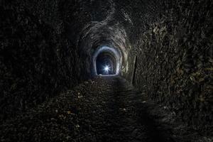 tunnel ferroviario abbandonato foto