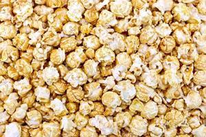 trama di caramello popcorn foto