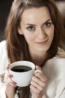 donna d'affari, gustare un caffè foto