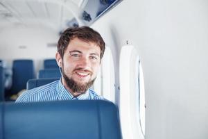 uomo che gode del suo volo foto