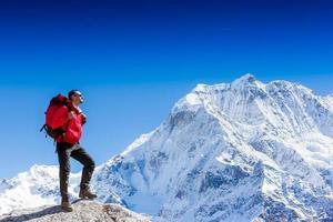 escursionista attivo escursionismo, godendo della vista
