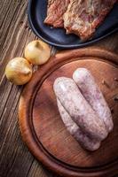 salsiccia bianca cruda. foto