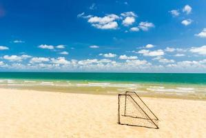 goal di calcio sulla spiaggia. foto