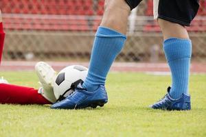 giocatore di calcio attaccato foto