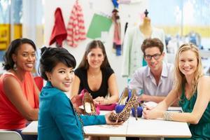 incontro in studio di design della moda