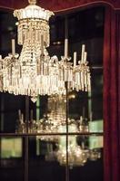 lampadario in occasione di un evento aziendale serale foto