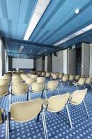 nterior di una sala per conferenze foto