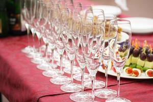 tavolo servito foto