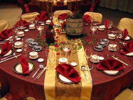 impostazione del tavolo del banchetto nuziale foto