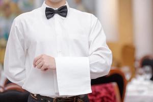 cameriere nel ristorante di lusso foto