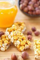barrette dolci con nocciola e miele foto