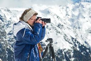 ragazza fotografo montagne