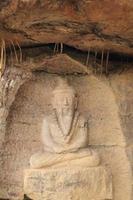 scultura in pietra di rishi foto