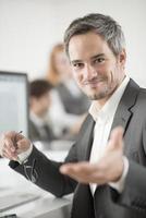 Ritratto di uomo d'affari sorridenti foto