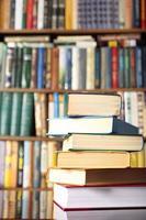 libri sul tavolo