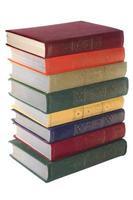 pila di vecchi libri isolato bianco foto