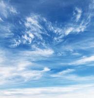 sfondo del cielo nuvola wispy foto