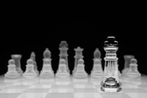 concetto di scacchi, isolato sul nero foto