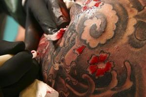 fare un tatuaggio 2 foto