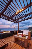 moderno salotto con terrazza con pergola foto