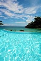 vacanza con piscina a sfioro sul resort boracay foto
