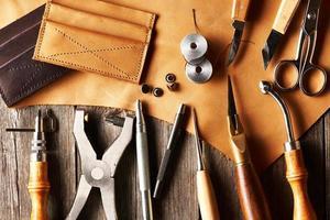 strumenti per la lavorazione del cuoio foto
