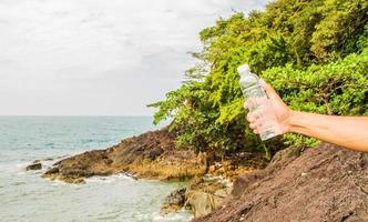 bottiglia di acqua potabile foto