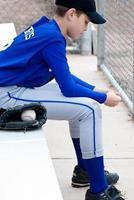 giovane giocatore di baseball foto