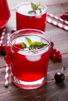bevanda fredda ai frutti di bosco foto