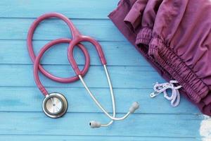 stetoscopio e divisa da dottore foto