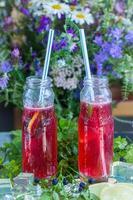 limonata ai frutti di bosco - bevanda fresca estiva foto